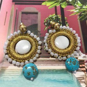 Handgemaakte oorbellen met gouddraad